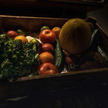 Stilleven van een groentekistje